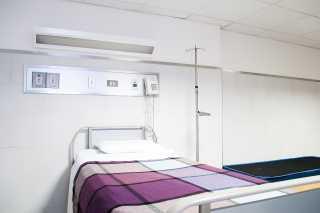 Leeres Krankenbett